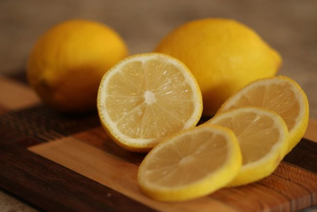 lemons to get garlic smell out