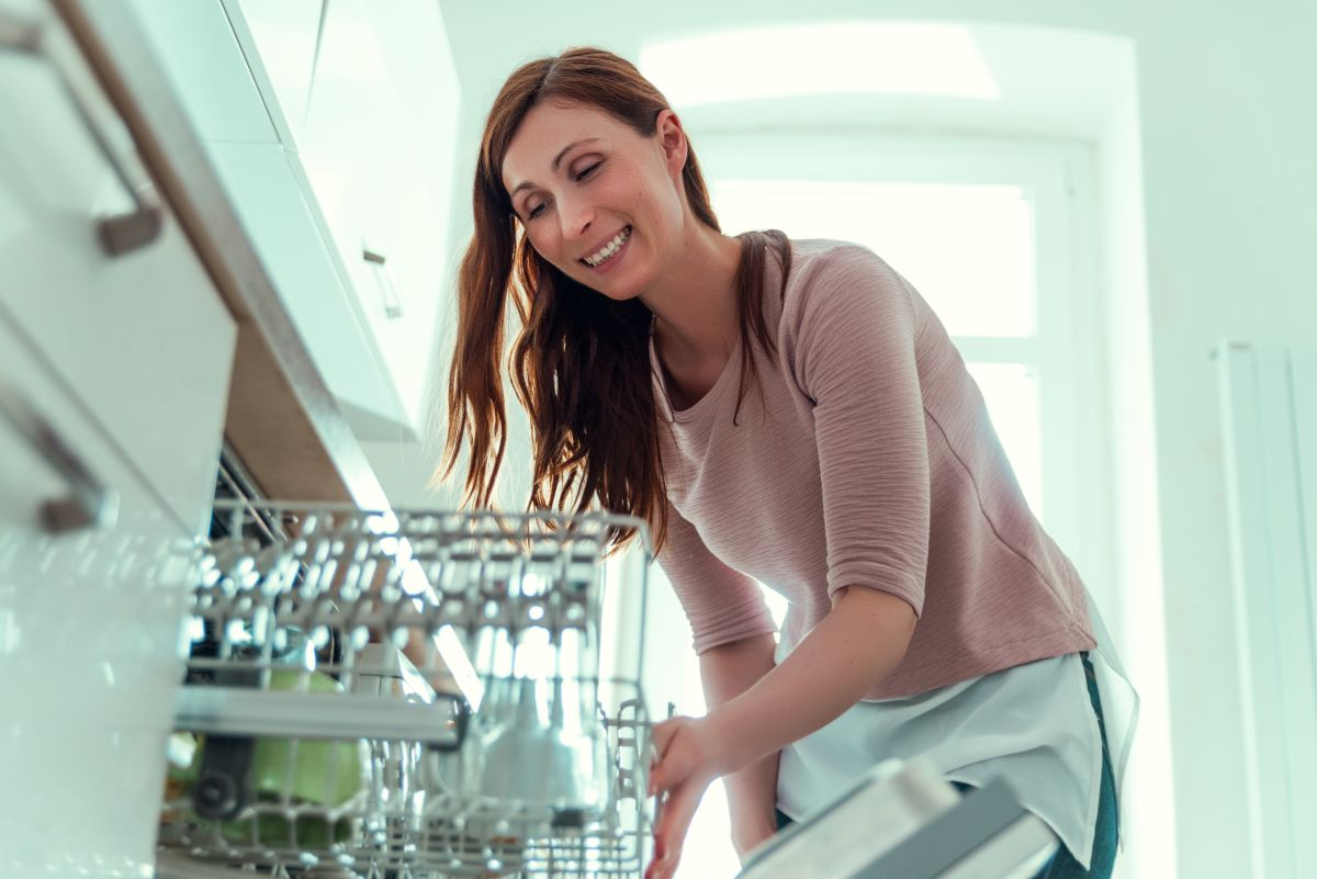 how to get bad smell out of dishwasher
